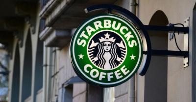 Starbucks trials cashless stores