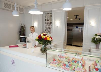 Dual-screen ePoS for new Strasbourg 'macaron' boutique