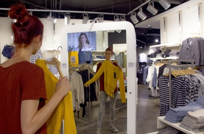 Dutch shopping mall unveils 'social mirror