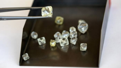 De Beers adds sparkle to in-store experience